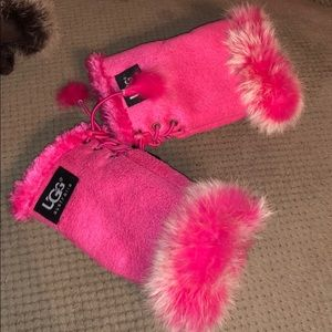 Ugg Hand Mittens (doesn't cover fingers)